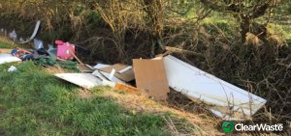 Image from: 'Moment 'fly-tipping' woman is 'caught dumping table and desk outside gate by furious landowner''